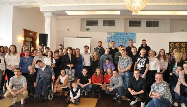 X Przegląd Twórczości Artystycznej Osób NiepełnosprawnychPowiatu ŁańcuckiegoJubileusz 10-lecia Niepublicznego Ośrodka Rewalidacyjno-WychowawczegoCaritas w Wysokiej